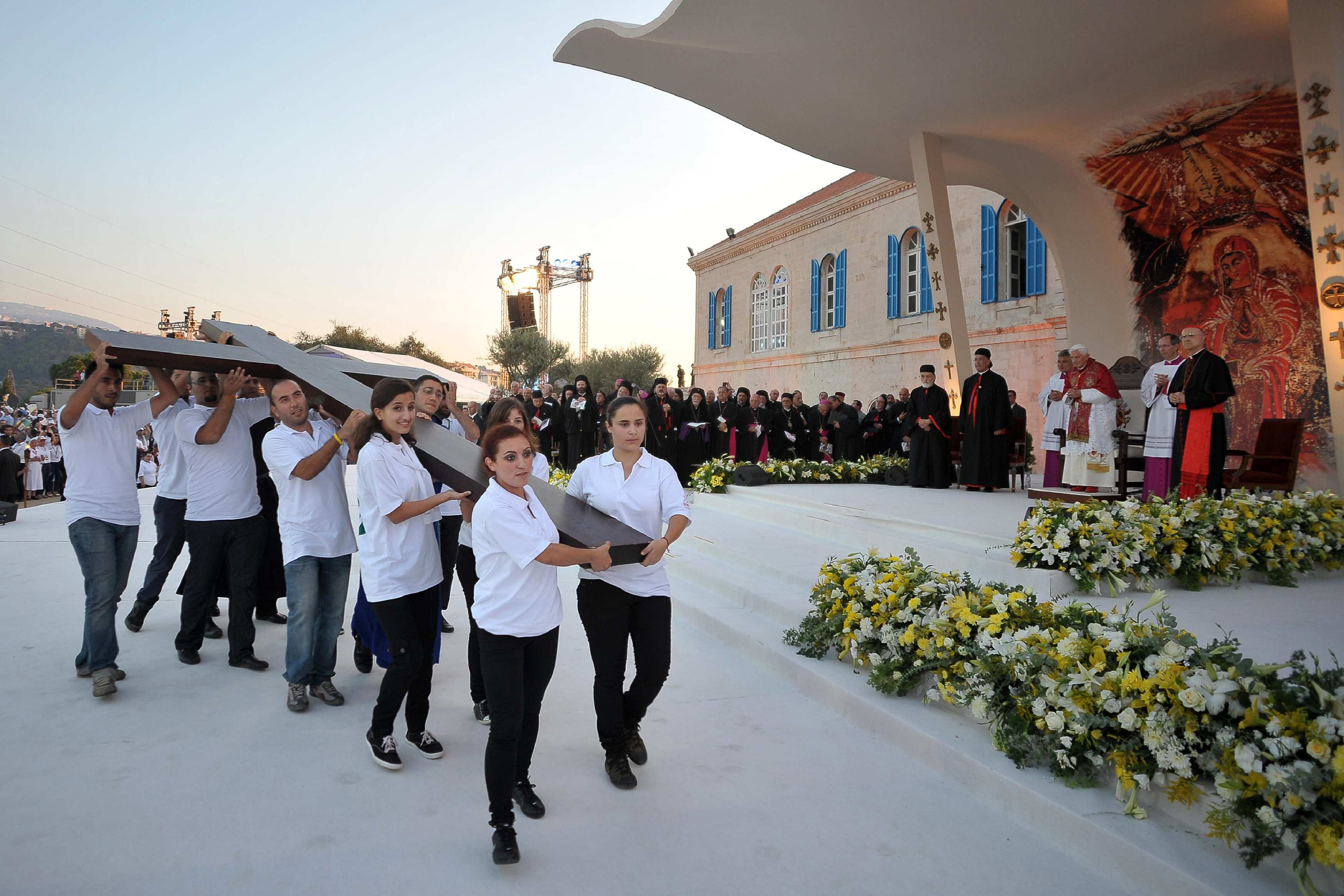 YOUTHS CARRY LARGE CROSS AS POPE BENEDICT MEETS WITH YOUNG PEOPLE IN LEBANON
