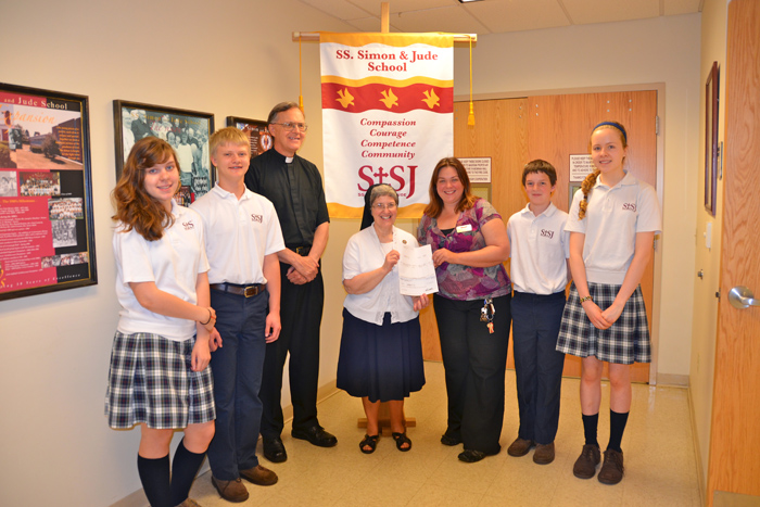 West Chester Catholic School Gets 5000 From Giant Supermarket