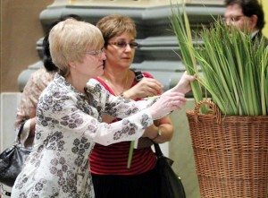 Tina Haydu (left) from Infant Jesus Parish in Woodbury, N.J., (Diocese of Camden) selects palm to take home.