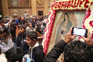 People with cameras of all kinds wanted to remember the images of Our Lady in the cathedral.