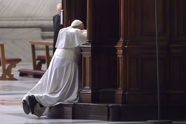 Pope Francis goes to confession during a Lenten penance service in St. Peter's Basilica at the Vatican March 13, 2015.  (CNS photo/Stefano Spaziani, pool)