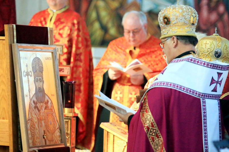Archbishop Soroka blesses the icon/relic.