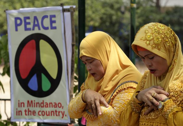 """Muslims pray during the """"All-Out-Peace"""" campaign in Manila, Philippines, March 6. Cardinal Orlando Quevedo of the Cotabato Archdiocese, whose population is half Muslim, announced the formation of a separate organization, """"Friends of Peace,"""" April 6 in Manila. (CNS photo/Ritchie B. Tongo, EPA)"""