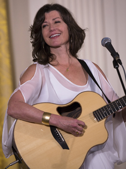 Award-winning singer Amy Grant performs during an Easter prayer breakfast at the White House in Washington April 7.  (CNS photo/Tyler Orsburn)