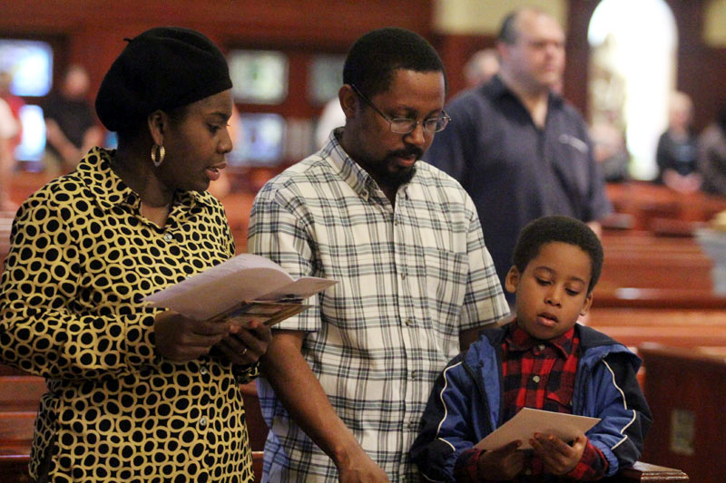 a family prays the WMoF prayer together