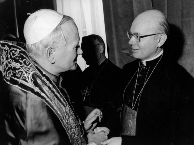 Pope John Paul II greets Cardinal William W. Baum of Washington at the Vatican in 1997. Cardinal Baum, the archbishop of Washington from 1973 to 1980, died July 23 at age 88 after a long illness. He was a cardinal for 39 years, the longest such tenure in U.S. church history. (CNS photo/L'Osservatore Romano)