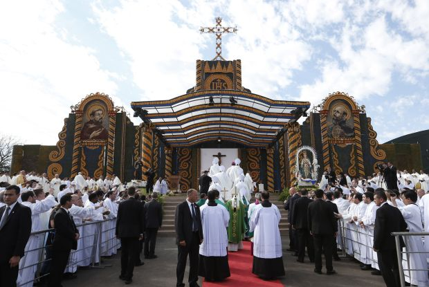 Pope Francis arrives in procession to celebrate Mass in Nu Guazu Park in Asuncion, Paraguay, July 12. (CNS photo/Paul Haring)