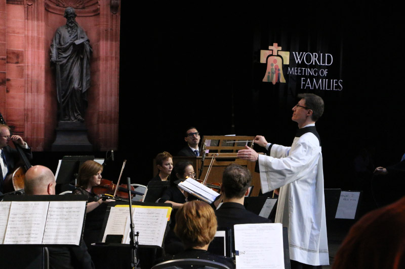 David Kimock leads a 15-piece orchestra and choir during the opening liturgy Sept. 22 at the Pennsylvania Convention Center. (Mark A. Cordero)