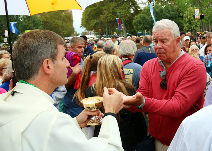 Hundreds of thousands receive communion during the Papal Mass on Benjamin Franklin Parkway. Photo by Bob Kelly.