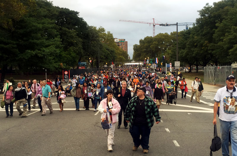 Crowds exit the Parkway after mass celebrated by Pope Francis. Photo by Sarah Webb