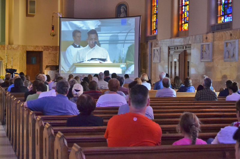 St. Denis Church in Havertown hosts parishioners watching the Sept. 27 papal Mass in Philadelphia. (Elena Perri)