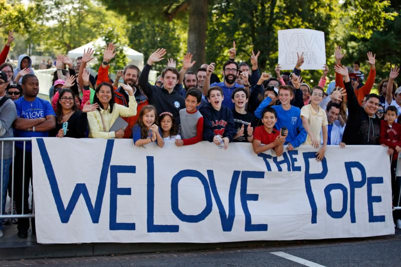 People wait for Pope Francis to drive past along a street in Washington Sept. 23. (CNS photo/Alex Brandon, pool)