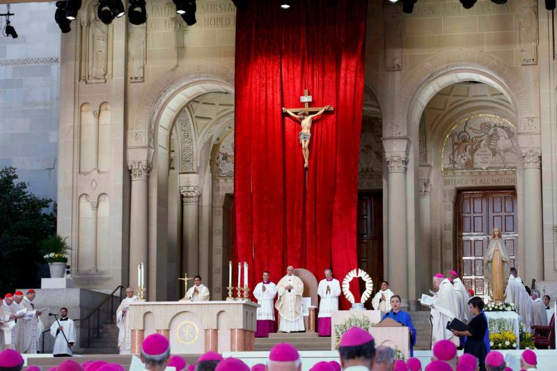 Pope Francis celebrates Mass and the canonization of Junipero Serra at the Basilica of the National Shrine of the Immaculate Conception Sept. 23 in Washington. (CNS photo/Tony Gentile, Reuters) See POPE-SERRA-MASS Sept. 23, 2015.