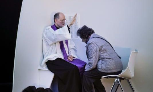 A priest blesses a woman as he hears confession during a 2013 outdoor Mass in Madrid. Pope Francis has issued a letter offering a series of instances in which absolution can be granted during the Year of Mercy. (CNS photo/Emilio Naranjo, EPA)