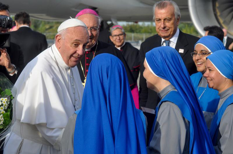 Pope Francis talks with members of the Sisters Adorers of the Precious Blood, an Argentina-based order from Brooklyn, N.Y.,  before he boards a flight at John F. Kennedy International Airport on his way to the World Meeting of Families in Philadelphia Sept. 26. (CNS Photo/Ed Wilkinson)