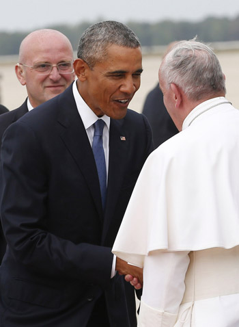 President Barack Obama welcomes Pope Francis to the United States Sept. 22. (CNS photo/Paul Haring)
