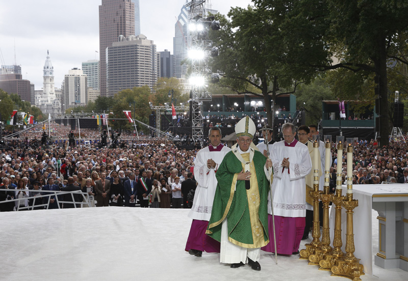Pope Francis arrives to celebrate the closing Mass of the World Meeting of Families on Benjamin Franklin Parkway in Philadelphia Sept. 27. (CNS photo/Paul Haring)