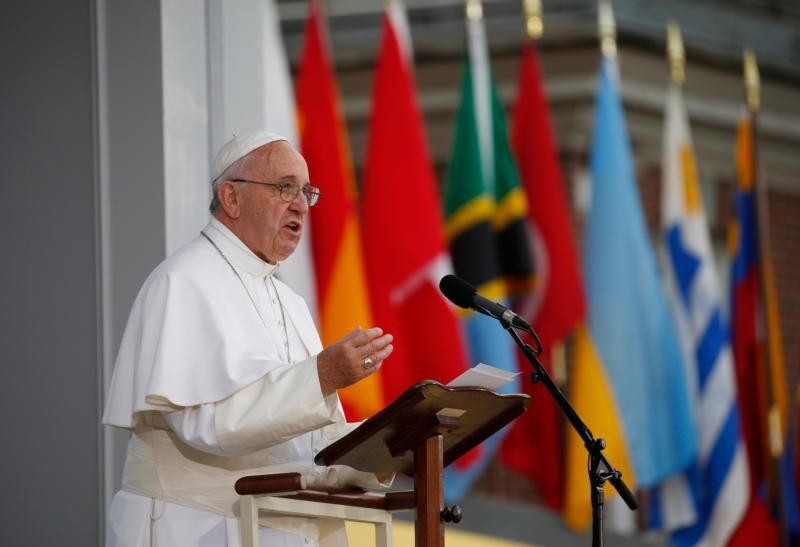 Pope Francis gives an address from Independence Hall in Philadelphia Sept. 26. (CNS photo/Paul Haring)