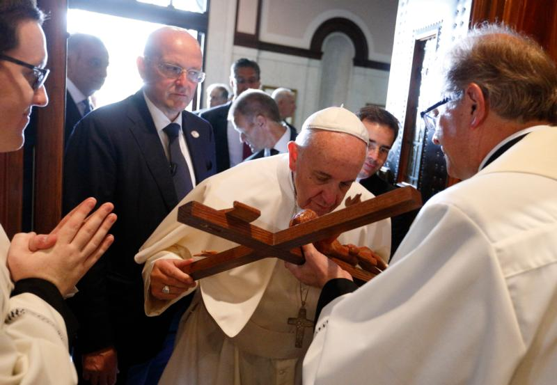 Pope Francis kisses a crucifix as he arrives to celebrate Mass with representatives of the Archdiocese of Philadelphia at the Cathedral Basilica of SS. Peter and Paul in Philadelphia Sept. 26. (CNS photo/Paul Haring)