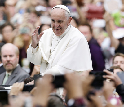 Pope Francis waves to the crowd as he makes his way along the Benjamin Franklin Parkway to celebrate the closing Mass of the World Meeting of Families in Philadelphia Sept. 27. (CNS photo/Matt Rourke, pool)