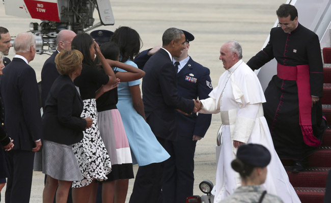 Pope Francis is greeted by President Barack Obama and his family Sept. 22. (CNS photo/Bob Roller)