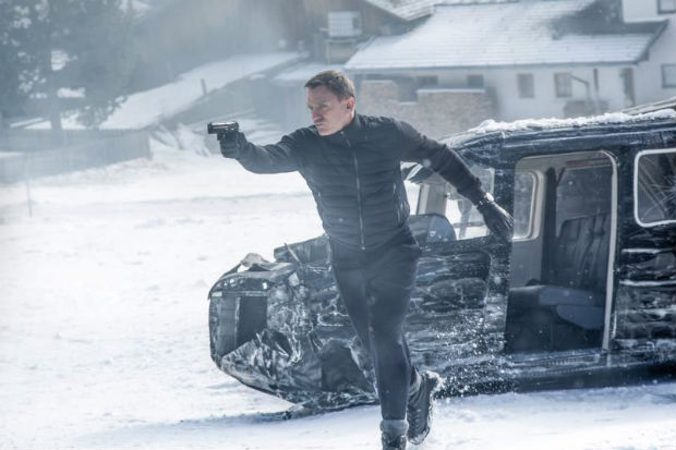 "Daniel Craig stars in a scene from the movie ""Spectre."" The Catholic News Service classification is A-III -- adults. The Motion Picture Association of America rating is PG-13 -- parents strongly cautioned. Some material may be inappropriate for children under 13. (CNS photo/Sony)"
