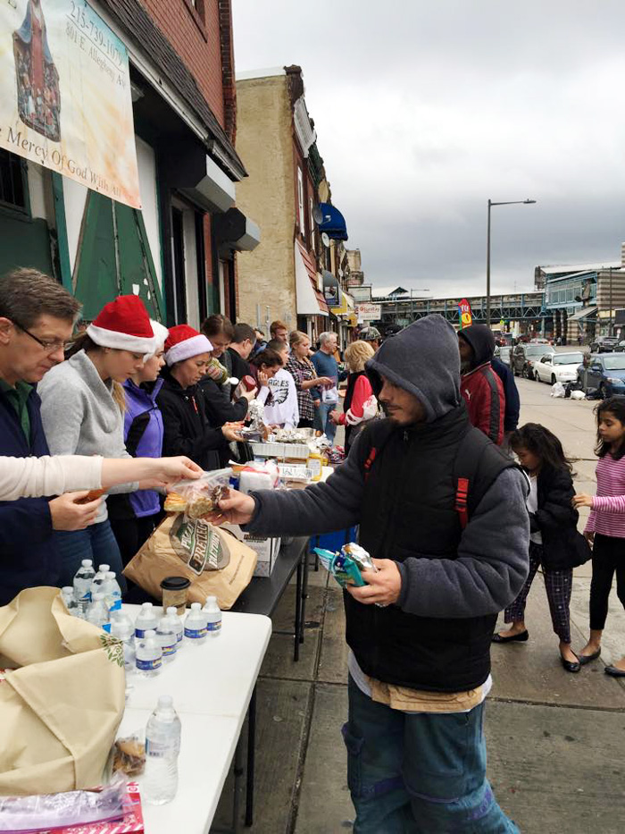 Volunteers donated and served hot dogs, pretzels and gifts generously to share the love of Christmas on Christmas Eve.