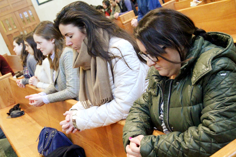 Generation Life members Clare Daly, Katelyn D'Adamo and Jacinta Florence pray together for Life.