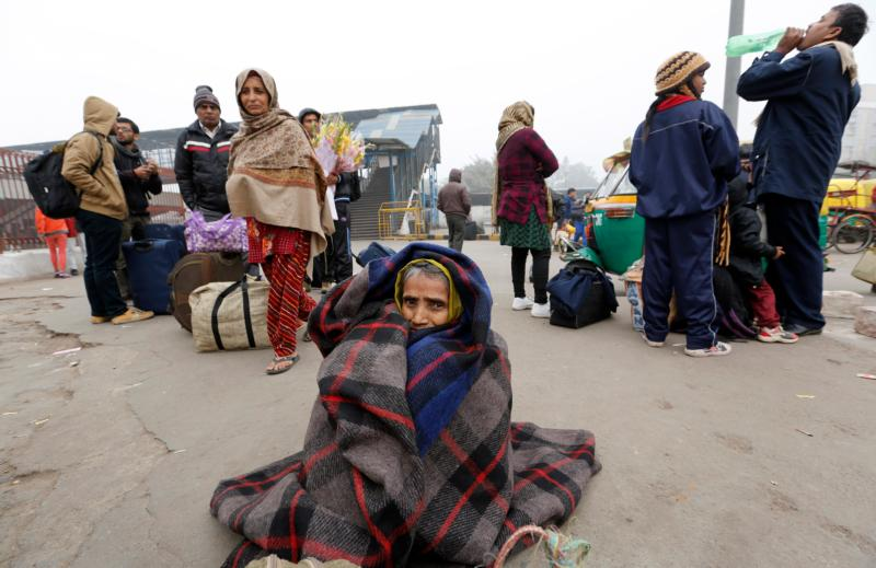 Homeless in New Delhi try to keep warm during a cold winter morning Jan. 19.  (CNS photo/Rajat Gupta, EPA)