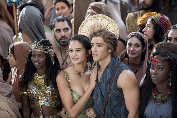 "Courtney Eaton and Brenton Thwaites star in a scene from the movie ""Gods of Egypt."" (CNS photo/Summit Entertainment)"