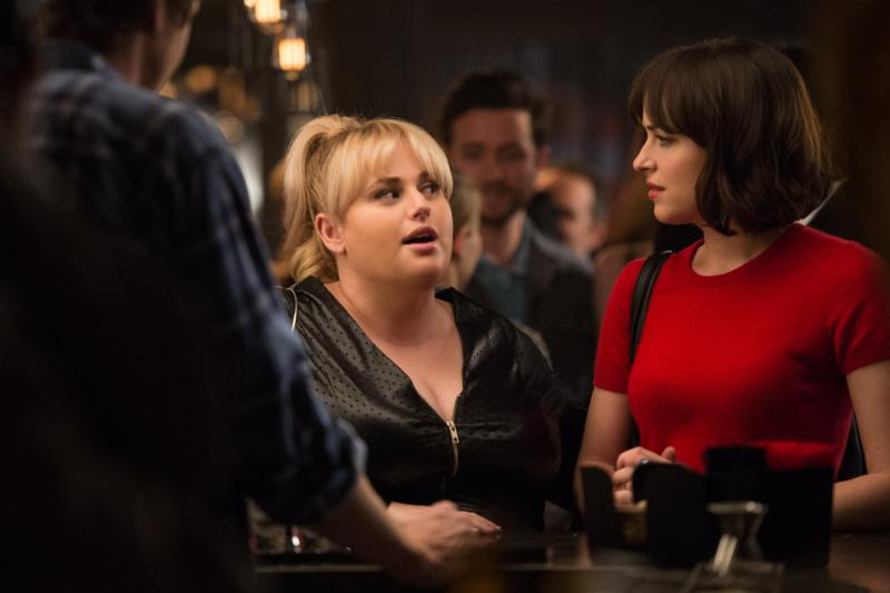 "Rebel Wilson and Dakota Johnston star in a scene from the movie ""How to Be Single."" (CNS photo/Warner Bros.)"