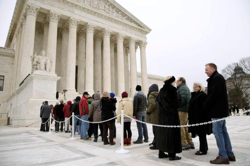 People line up outside the U.S. Supreme Court building in Washington Feb. 19 to pay tribute to the late Justice Antonin Scalia. (CNS photo/Gary Cameron, Reuters)