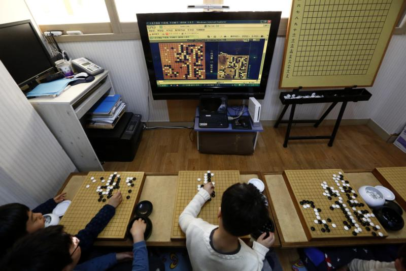 South Korean elementary students watch the historic match between South Korean Go champion Lee Se-dol and the AlphaGo, an artificial intelligence system developed by Google at the Black and White Institute in Seoul, March 9. (CNS photo/Jeon Heon-Kyun, EPA)