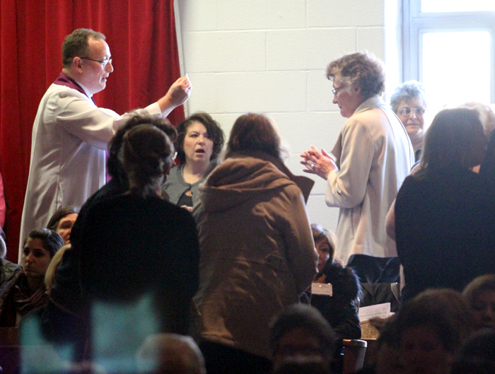 Father Stephen DeLacy distributes Holy Communion.