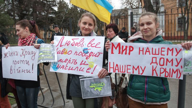 Ukrainian women hold peace placards near a military base in Ukraine's Crimea region in this March 4, 2014, file photo. (CNS photo/Artur Shvarts, EPA)