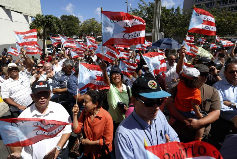 Demonstrators in San Juan, Puerto Rico, defend traditional marriage in this March 26, 2015, file photo. (CNS photo/Thais Llorca, EPA)