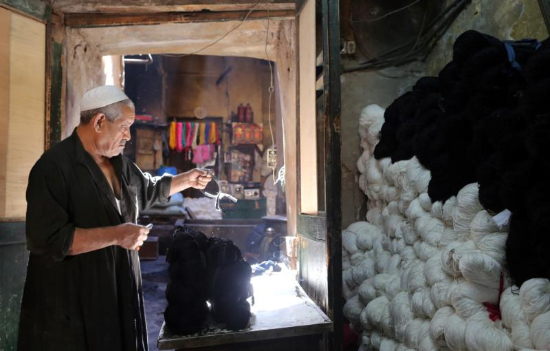 An Egyptian tannery worker handles yarn in Cairo March 7. (CNS photo/Khaled Elfiqi, EPA)