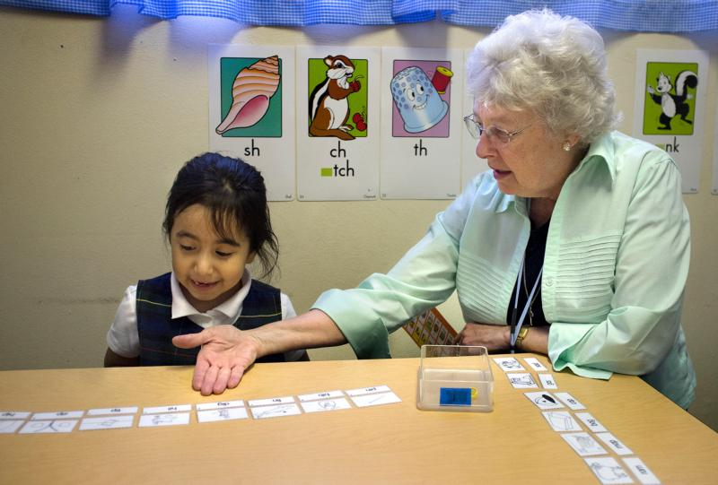 Sister Joyce Schramm, a Sister of the Most Precious Blood, works with Holy Trinity Catholic School kindergarten student Rocio Reyes in St. Ann, Mo., in this Nov. 13, 2014, file photo. (CNS photo/Sid Hastings, St. Louis Review)
