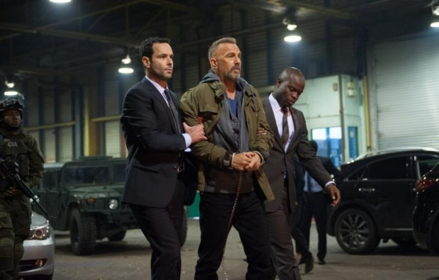 "Kevin Costner, center, stars in a scene from the movie ""Criminal."" (CNS photo/Lionsgate)"