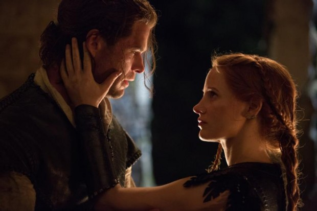 "Chris Hemsworth and Jessica Chastain star in a scene from the movie ""The Huntsman: Winter's War."" (CNS photo/Universal)"