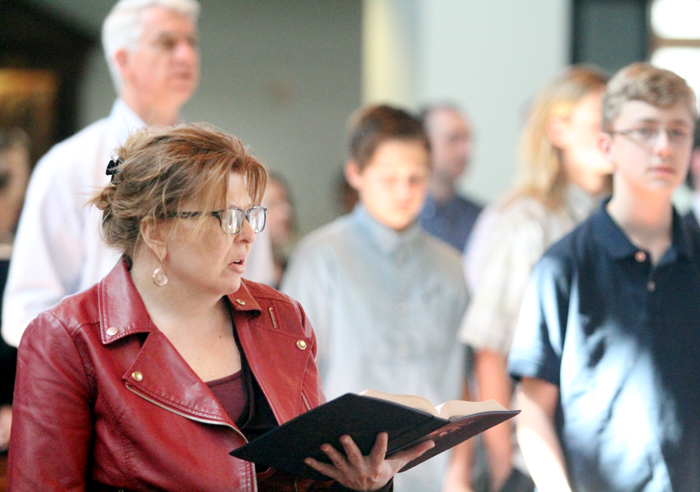 Diane Hughes sings along to the opening hymn.