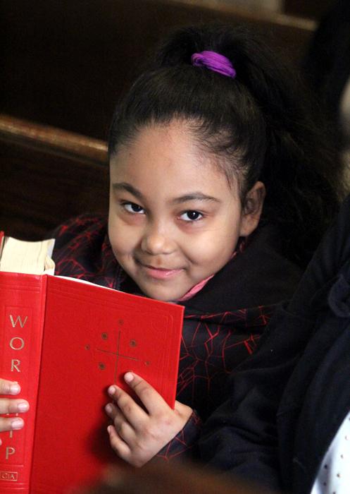 Iliana Pagan reads along to Gospel.