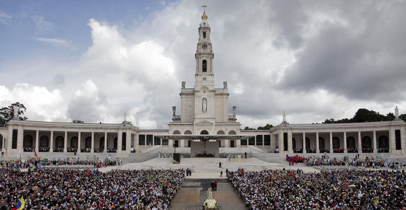 A statue of Our Lady of Fatima is carried through a crowd May 13 at the Marian shrine of Fatima in central Portugal. (CNS photo/Paulo Chunho, EPA)