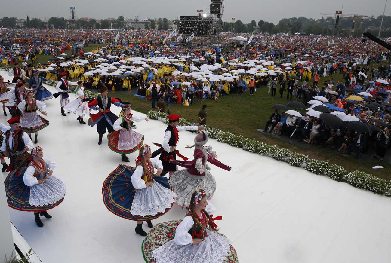 Dancer perform during the World Youth Day welcoming ceremony for Pope Francis in Blonia Park in Krakow, Poland, July 28. (CNS photo/Paul Haring)