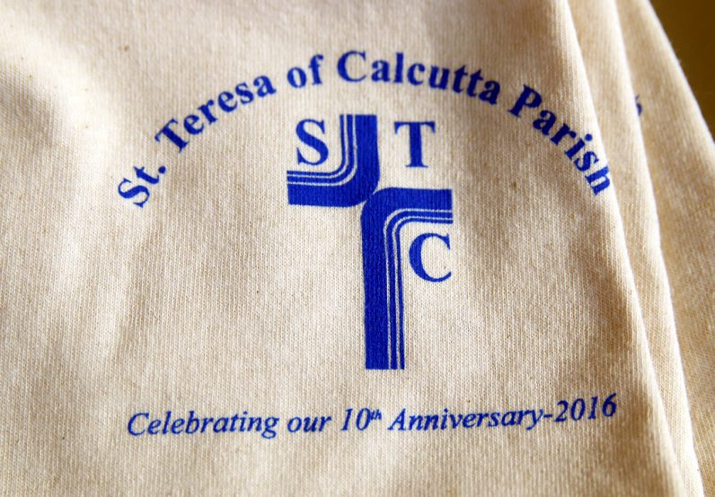 A close-up image shows the details of the commemorative T-shirts.