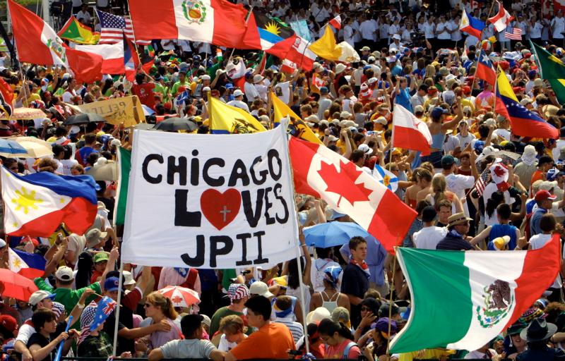 A large crowd, including Chicago youths and other World Youth Day pilgrims, gather to welcome St. John Paul II to Toronto in 2002. The largest U.S. group to attend a World Youth Day outside of North America, 30,000 American pilgrims plan to attend the July 26-31 festival in Krakow, Poland. They will join 2.5 million pilgrims from around the world. (CNS photo/Nancy Wiechec)