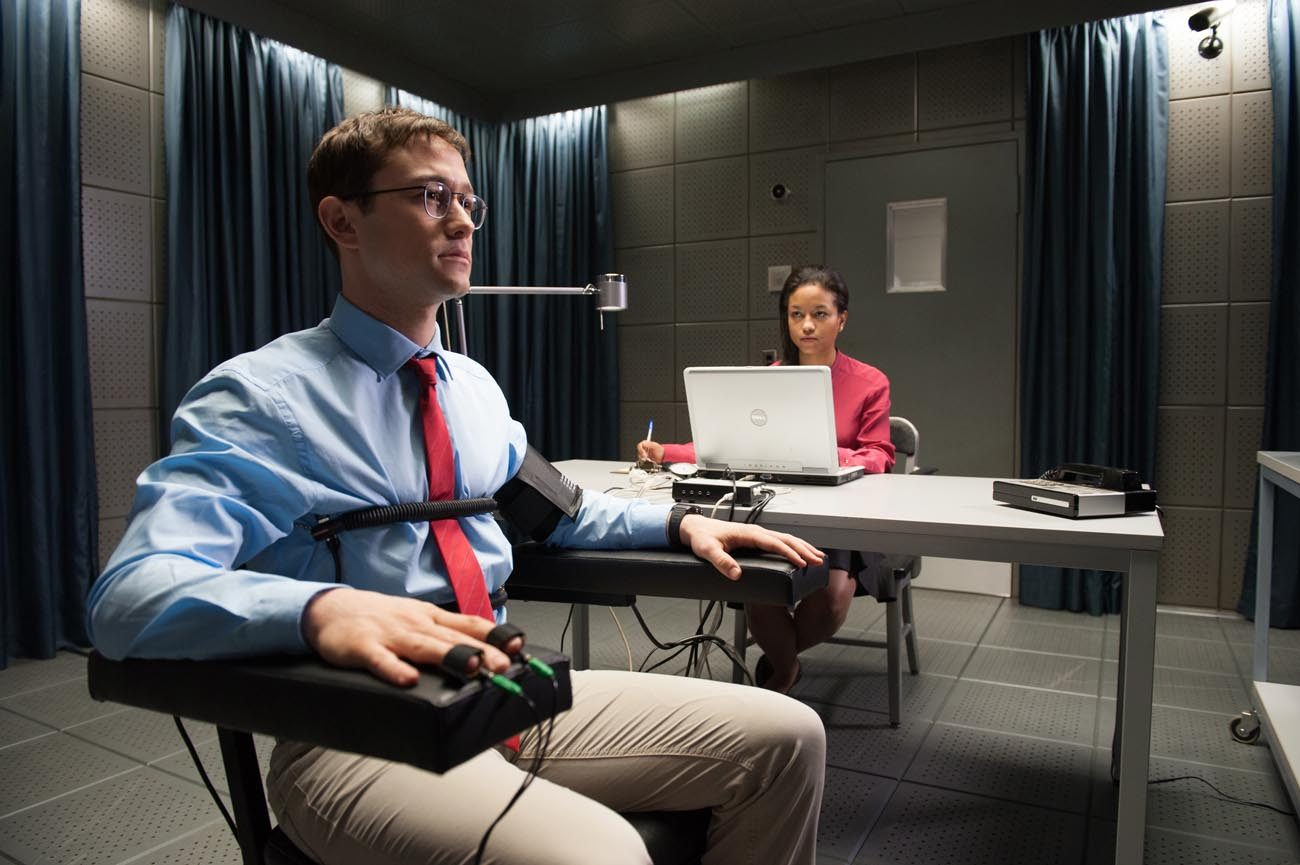 "Joseph Gordon-Levitt stars in a scene from the movie ""Snowden."" (CNS photo/Open Road Films)"