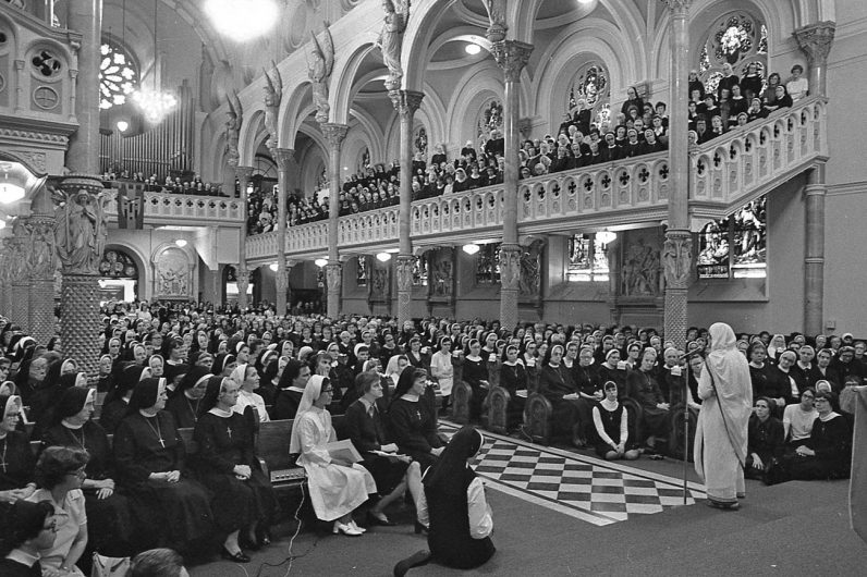 Religious sisters and parishioners pack the former St. Elizabeth Church in North Philadelphia in 1976 to listen to a talk by Mother Teresa. (Philadelphia Archdiocesan Historical Research Center, Robert and Theresa Halvey Photograph Collection)