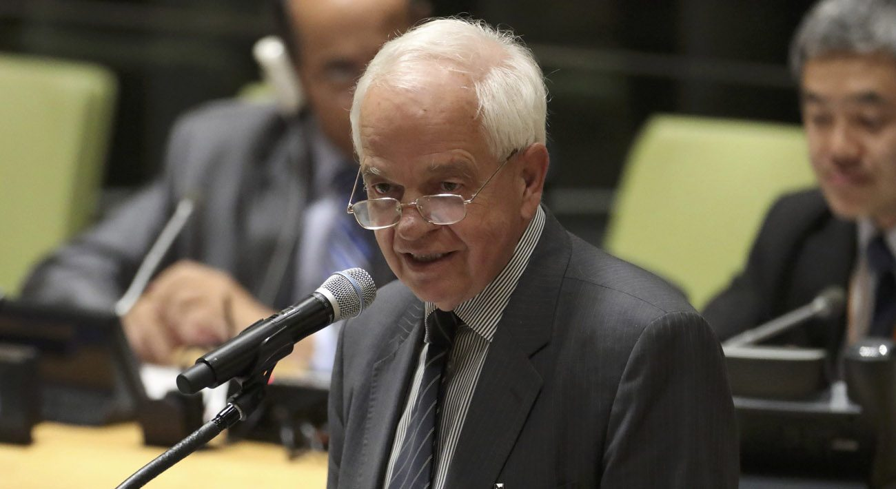 John McCallum, Canada's Immigration Minister, speaks during a Sept. 19 meeting on refugees and migrants at the U.N. General Assembly in New York City. Bishop Douglas Crosby of Hamilton, Ontario, president of the Canadian Conference of Catholic Bishops, has asked McCallum to unclog delays in processing refugee applicants in order to preserve confidence in the refugee sponsorship program. (CNS photo/Carlo Allegri, Reuters)