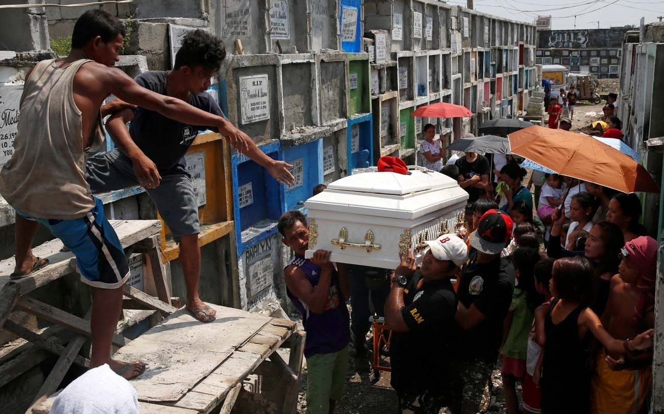 Men carry the coffin of Vicente Batiancila Oct. 23, who police say was among five victims of recent drug-related killings, during his funeral in Manila, Philippines. As Filipinos remembered their departed on All Souls' Day, the country's church leaders called on the faithful to also pray for those who fell victim in the government's all-out war against illegal drugs. (CNS photo/Erik De Castro, Reuters)
